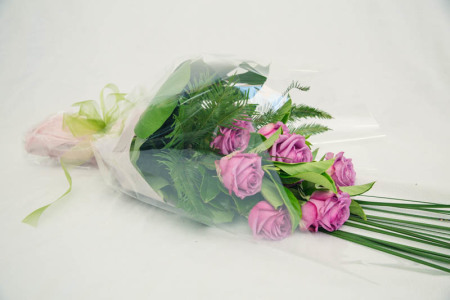 12 Mauve Rose Bouquet