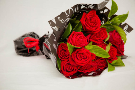 bouquet of 12 premium long stemmed red roses